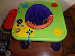 table d activité avec siege rotatif table d activité siege rotatif se transforme en table quand bébé