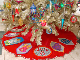 how to make a no sew vintage inspired felt christmas tree skirt