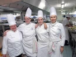 tenue de cuisine femme pourquoi les femmes plébiscitent le métier de cuisinier
