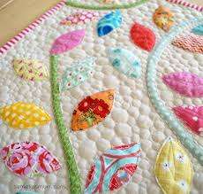 Quilted Table Runners by Summer Leaves Quilted Table Runner Favequilts Com