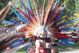 imagenes penachos aztecas penacho azteca celebrando dia de muertos margarita flores flickr