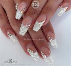 white christmas acrylic nails with a touch of red luminous