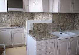 armoire de cuisine en pin cuisine rustique repeinte en blanc avec relooker cuisine rustique