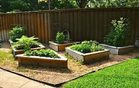 how to make a raised vegetable garden bed large and beautiful