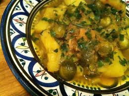 cuisiner avec un tajine en terre cuite tajine pomme de terre choux de bruxelles bienvenue chez fatima