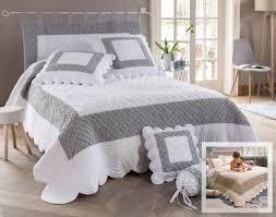 chambre de reine et monde tissu en redoute rideaux rangement reine decor pas blanche