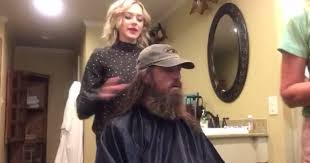 duck dynasty hair cut duck dynasty brother keeps his promise and shaves his beard after