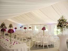 tenture plafond mariage revger decoration tenture murale mariage idée inspirante