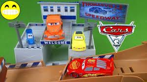 disney cars 3 toys thomasville racing speedway race track playset
