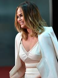 more pics of chrissy teigen medium wavy cut 7 of 20 chrissy