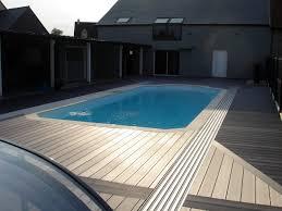 photo terrasse composite abri coulissant sur piscine avec terrasse bois composite rails