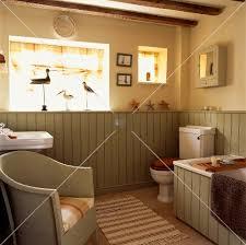 badezimmer landhaus englischer sessel in landhaus badezimmer mit hellgrüner