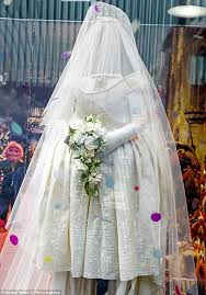 Vivienne Westwood Wedding Dress Miss Piggy U0027s Wedding Dress Created By Vivienne Westwood Goes On