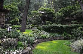 fling garden using retaining walls and stonework garden walk