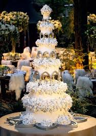 colin cowie christmas 13 wedding cakes for your ultimate fan wedding bridalville