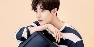 Jong Suk Samsonite Drops Handsome Cuts Of New Model Jong Suk