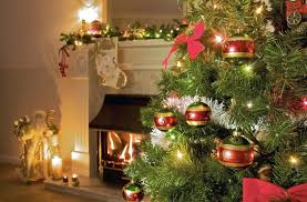 great tips on decorating a tree with more baubles and