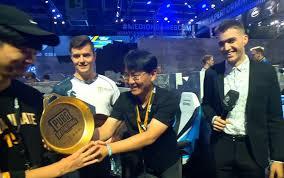 pubg tournament gamescom pubg invitational winners get a golden frying pan trophy