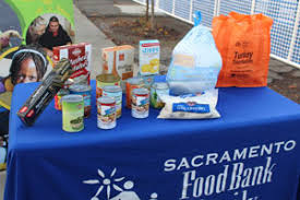 pg e volunteers give thanksgiving meals to sacramento s neediest