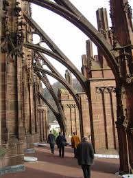flying buttress file flying buttresses of the freiburg minster jpg wikimedia commons