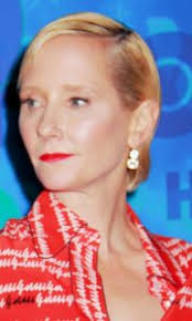 anne heche short hair anne heche hairstyles and fashion trends sophisticated allure