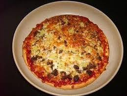 cuisiner une pizza recette de pizza à la bolognaise la recette facile