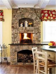 küche einbauen kamin in der küche einbauen naturstein tisch schubladen