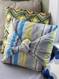 knot pillows how to make a no sew throw pillow how tos diy