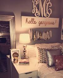 Plain Bedroom Decor College This Pin And More On Dorm Sorority - Bedroom room decor ideas