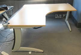 plateau de bureau d angle bureau dangle plateau en bois de couleur blond clair hetre ou