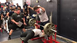 Benching 315 Watch A 5 Foot 5 132 Pound Woman Get A College Football Team