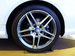 mercedes jeep 6 wheels file the tire wheel of mercedes benz e400 cabriolet a207 jpg