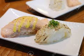 cuisine japonaise les bases sushi cuisine japonaise à base de riz et de fruits de mer banque d