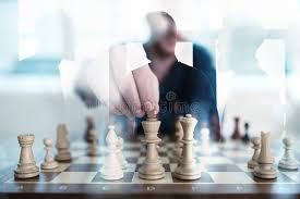 jeu de travail au bureau la tactique d affaires avec le jeu d échecs et hommes d affaires qui