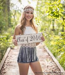 Graduation Drape For Photos 25 Senior Picture Poses That Will Make You Want To Go Back To