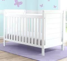 toys r us chambre bébé intérieur de la maison lit bebe toboggan toys r us delta children