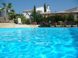 chambres d hotes le bois plage en ré chambres d hôtes les volets gris piscine chauffée petit déjeuner
