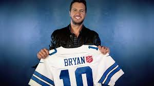 thanksgiving halftime show luke bryan to kick off 125th salvation army red kettle campaign
