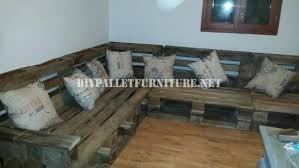 canapé d angle en palette rustique canapé d angle construite avec des palettesmeuble en