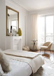 chambre parisienne ambiance de chambre parisienne cheminée surplombée d un miroir