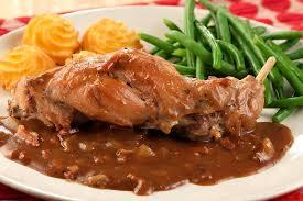 cuisiner le lapin en sauce lapin à la bière brune façon liégeoise colruyt