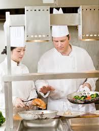 metier de cuisine aider le chef en cuisine un métier d blogue le complément