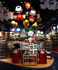 When Is Disney Decorated For Christmas Decorating The New York City Disney Store For Christmas U2013 Mouse