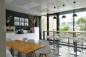 store pour bureau interieur cafétéria moderne aménagée par cléram pour en voir davantage style