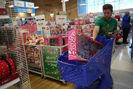 shoppers at toys r us on thanksgiving day orlando sentinel
