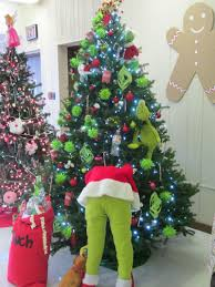 grinch tree images of grinch stealing christmas tree christmas tree