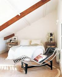 decoration chambre comble avec mur incliné décorer la chambre des combles idées pour s inspirer