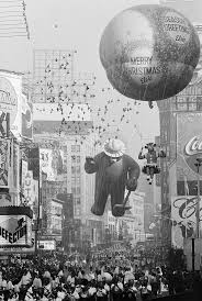 snoopy thanksgiving day parade 200 best balloons macy u0027s day parade images on pinterest