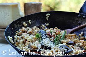 cuisiner aubergine a la poele poêlée de pâtes tomates et d aubergine à la tome de brebis sarde