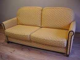 changer tissu canapé réfection de sièges passepoil clous et large choix de tissus
